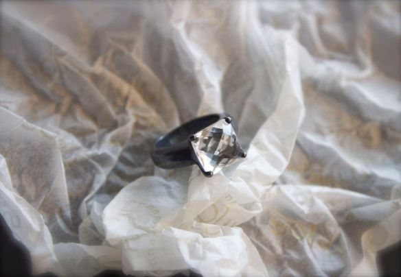 Mitos Jewellery-Silver ring with rrock crystal